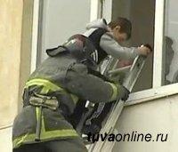 В Туве пожарные спасли шесть человек, трое из которых - дети