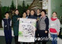 Год экологии в Кызыле: Календарь со снежным барсом попал в руки хранителей природы