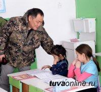 Глава Тувы распорядился для детей села Ийи-Тал, обучающихся в ветхом здании, построить новую школу