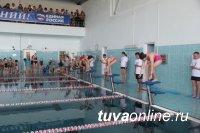 В бассейне ТувГУ прошло первенство Кызыла по плаванию среди школьинков