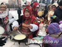 Блинное изобилие – на площади Арата. В Кызыле проводили зиму