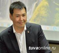 Депутат Госдумы Мерген Ооржак поздравил женщин Тувы с праздником