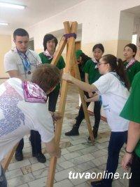 На весенних каникулах школьники Кызыла принимают сверстников из кожуунов Тувы