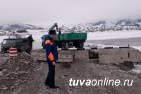 В Туве инспекторы ГИМС закрыли Кара-Хаакскую ледовую переправу