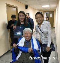 Монгуша Бораховича Кенин-Лопсана поздравили с Днем рождения представители Фонда Шаманских исследований из Европы