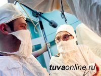 Старейший в мире практикующий хирург отметила 90-летие, 3 года из которых проработала в Туве
