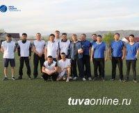 Сборные «Тываэнерго» и «Тываэнергосбыта» встретились в товарищеском матче по футболу