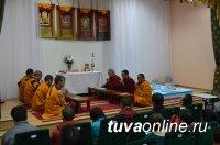 Монахи из Индии возводят в Кызыле Мандалу Будды медицины