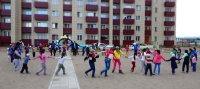 """Кызыл: празднико во дворе по ул. Убсу-Нурская, 2 при поддержке """"Единой России"""" и Мэрии"""