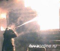В Туве дознаватели отрабатывают две версии причины пожара, в котором погибла пожилая женщина