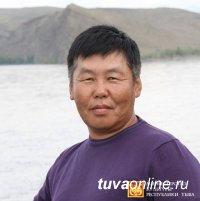 В Кызыле открылась выставка работ известного художника Шоя Чурука