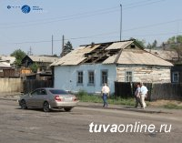 Сорванная крыша жилого дома оставила без электричества целый микрорайон Кызыла