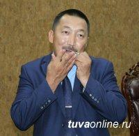 Министр культуры Тувы не только выступил с лекцией о народных инструментах, но и дал мастер-класс