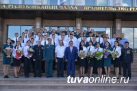 Глава Тувы встретился с офицерами - выпускниками, прибывшими в регион для прохождения службы