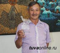 Мастер Анатолий Даш – победитель конкурса среди камнерезов памяти Хертека Тойбухаа