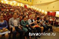 В Туве спектаклем «Свет моих очей» открылись гастроли театра Камала