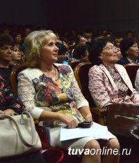 Вернуть стимулирующие выплаты за качество образования – министр образования Татьяна Санчаа