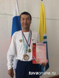 Учитель физкультуры школы Шагонара (Тува) – победитель Красноярского марафона