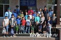 Пограничники помогли учащимся подшефной школы № 11 города Кызыла собраться в школу