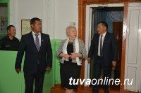 Тенденция привлечения педагогов-мужчин в школы Тувы будет расширяться - министр образования РФ