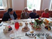 Объявить войну плевкам и подарить городу тысячи цветов – Почетные граждане Кызыла