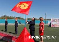 Дина Оюн и Владислав Ховалыг поздравили кызылчан с Днем города