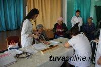 Молодые врачи, волонтеры, молодогвардейцы организовали «десант здоровья» в Кызылском доме-интернате для инвалидов и пожилых людей