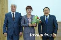 В Туве ко Дню народного единства вручены государственные награды