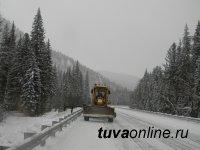 В Красноярском крае 6 дорожных машин ликвидируют последствия снегопада на 10-километровом участке трассы М-54