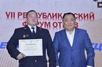 В Туве лучшим участковым уполномоченным полиции признан Сылдыс Донгак из Ак-Довурака, ему подарили лошадь