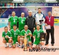Сборная ветеранов по волейболу Тувы заняла призовое место в международном турнире в Казахстане