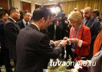 Опытом вовлечения горожан в работу по благоустройству городов на ежегодном Всемирном совете ОГМВ в Ханчжоу поделилась Глава Кызыла Дина Оюн