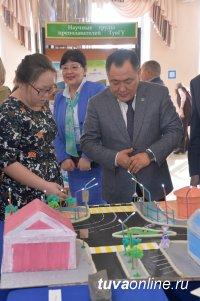 Глава Тувы вручил государственные награды ученым