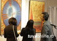 Выставка молодых художников Тувы в Доме туризма у центра Азии