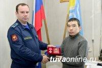 Учитель-психолог школы № 3 Кызыла Айдыс Салчак награжден Орденом Мужества
