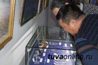 В Национальном музее открылась выставка работ художников, камнерезов, прикладников и ювелиров Тувы