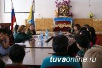 Жителей Овюра на семинаре Таможенной службы интересовали вопросы вывоза мяса, шкур и шерсти из Монголии