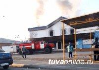 В поселке Каа-Хем Кызылского района потушен пожар в  неэксплуатируемом здании