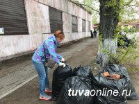 Кызыл: 70 кубометров мусора было убрано с улицы Хомушку Чургуй-оола накануне юбилея героя-танкиста