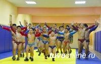 Глава Тувы поддержал открытие школы национальной борьбы «Хуреш»
