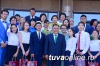 55 выпускников школ Тувы получили золотые медали