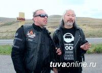 """Рок-звезда Гарик Сукачев приехал в Кызыл на мотоцикле """"Harley-Davidson"""""""