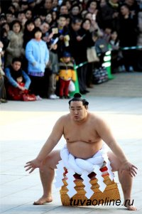 У 12-16-летних мальчишек Тувы появился шанс попасть в школу сумо легендарного Дагвадоржа