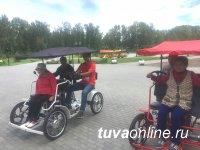 ГОД ДОБРОВОЛЬЧЕСТВА: «Молодежка ОНФ» в Туве провела велопрогулку для представителей старшего поколения