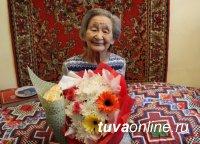 Сотрудники полиции поздравили ветерана органов внутренних дел Анну Иргит с 90-летним юбилеем