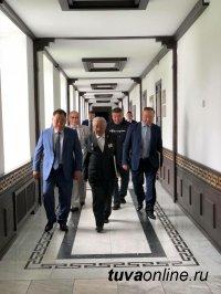 Глава Тувы собрал за одним столом экс-руководителей региона с советских времен до наших дней