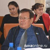 Известный режиссер, сценарист, журналист, театровед и киновед Анатолий Серен принимает поздравления с юбилеем