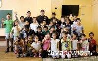 Сотрудники патрульно-постовой службы в преддверии профессионального праздника навестили детей из приюта «Гуманный»