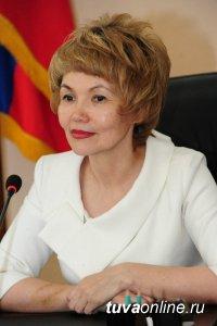 Глава города Дина Оюн поздравила кызылчан с Днем города