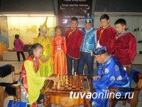 В блиц-турнире тувинским национальным шахматам-холшыдыраа победили Артыш Чульдум, Кежик Монгуш, Динара Хомушку